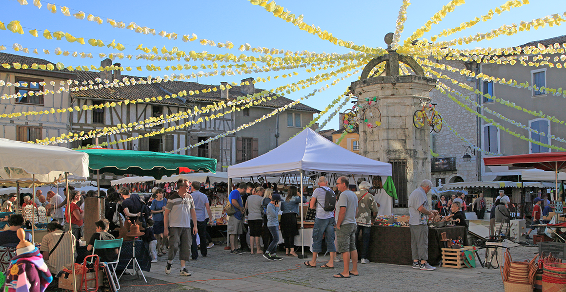The weekly market in Eymet is on a Thursday, the night markets in July and August are on a Tuesday