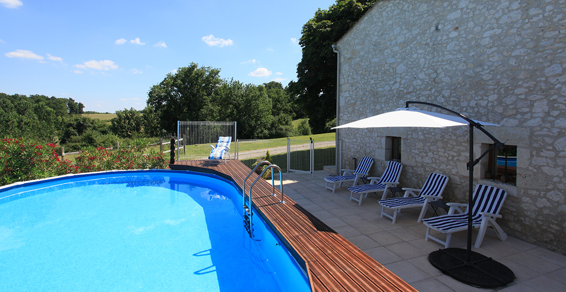 Pool and terrace with plenty of sunloungers