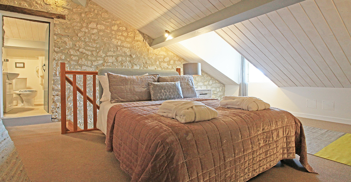 Cottage king bedroom