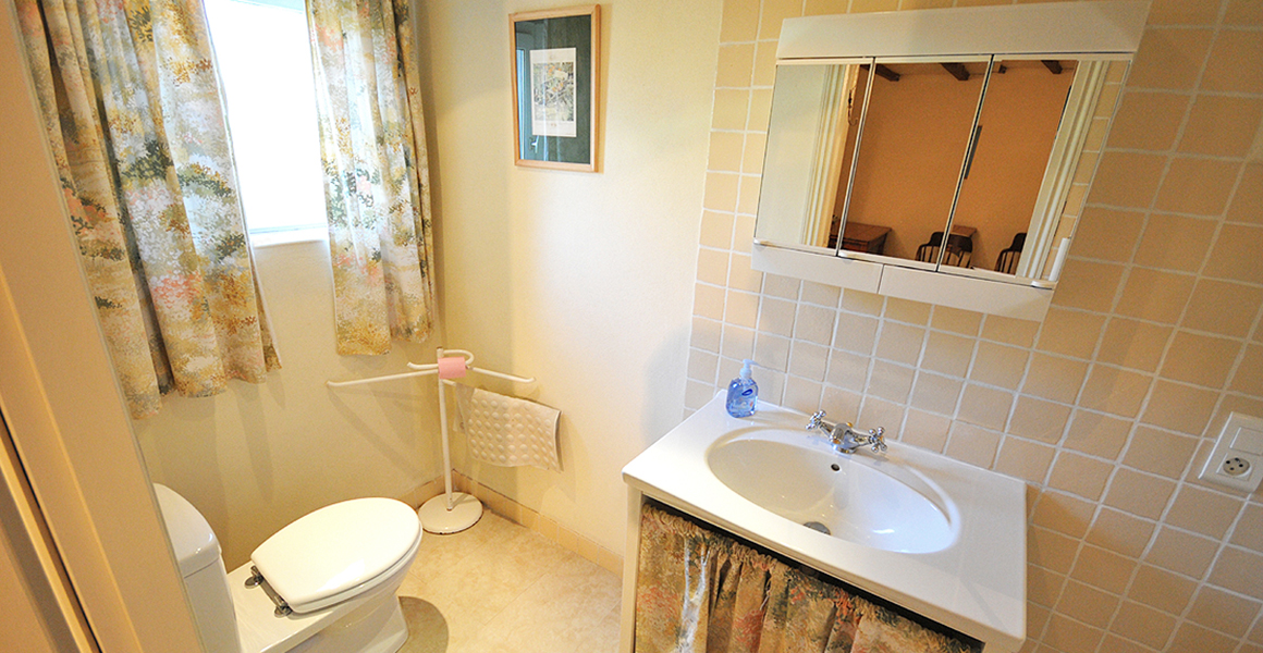 Cottage bedroom 1 ensuite