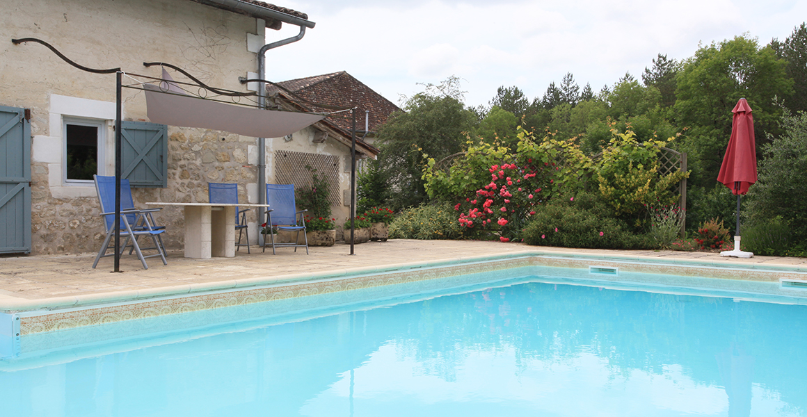 The pool, adjacent to Barn Cottage