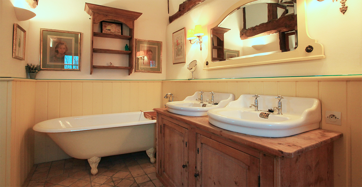 The Farmhouse first floor master ensuite bathroom which also has a shower