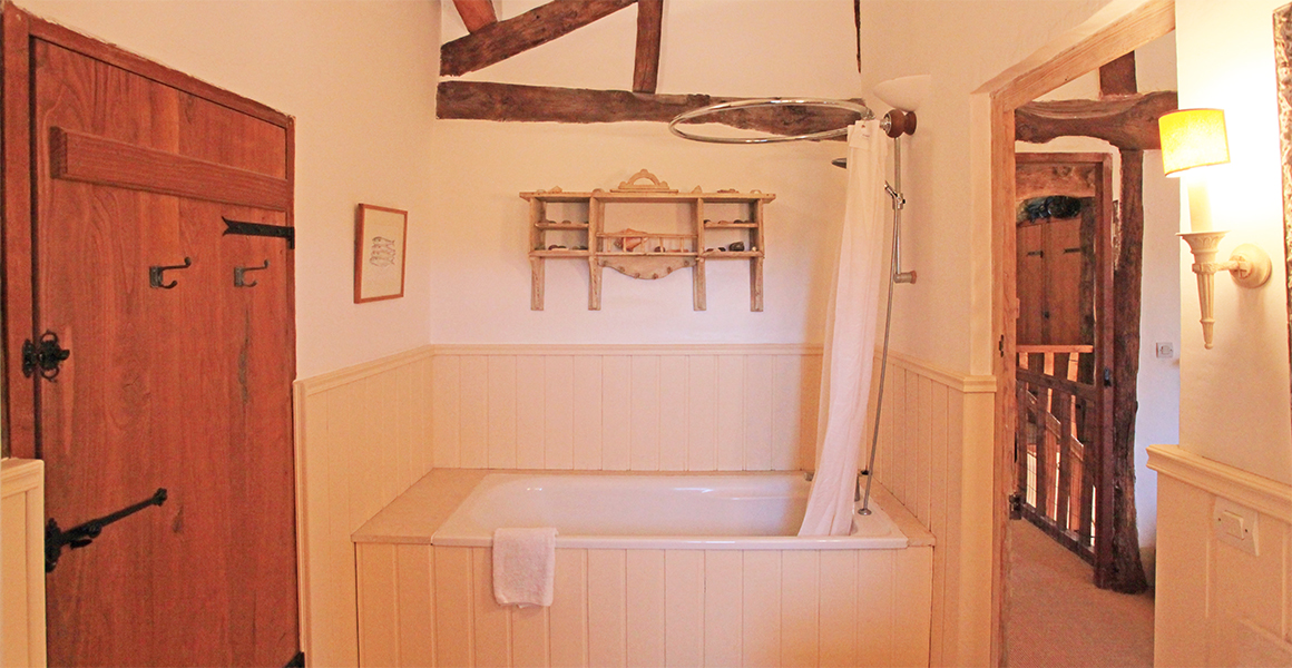 The Farmhouse first floor twin ensuite bathroom