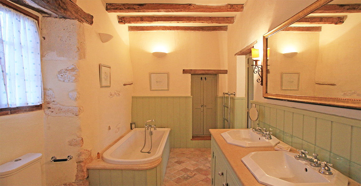 The Barn bath/shower room